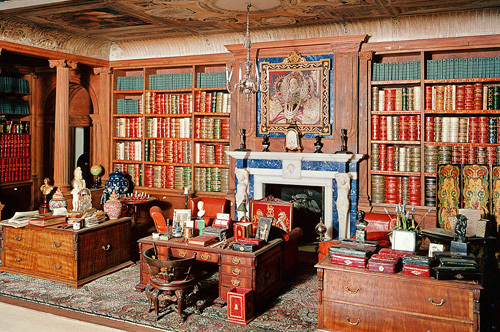 Library_queen_mary_doll_house